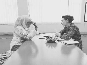 Bronwyn collaborating with staff at Uuniversitas Negeri Padang