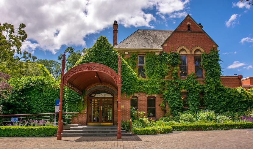 Uni House Spring